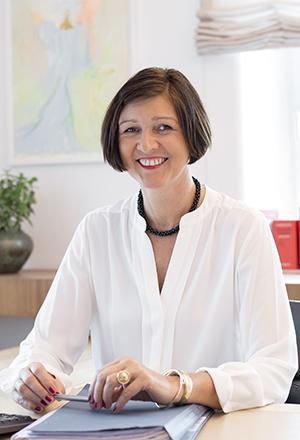 Annette Heindörfer ist Rechtsanwältin mit den Schwerpunkten Erbrecht und Vertragsrecht.